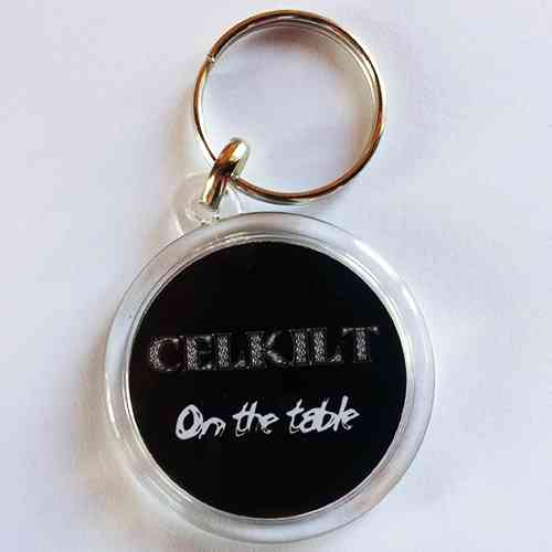"PORTE CLES CELKILT ""On the table"" en plastique"